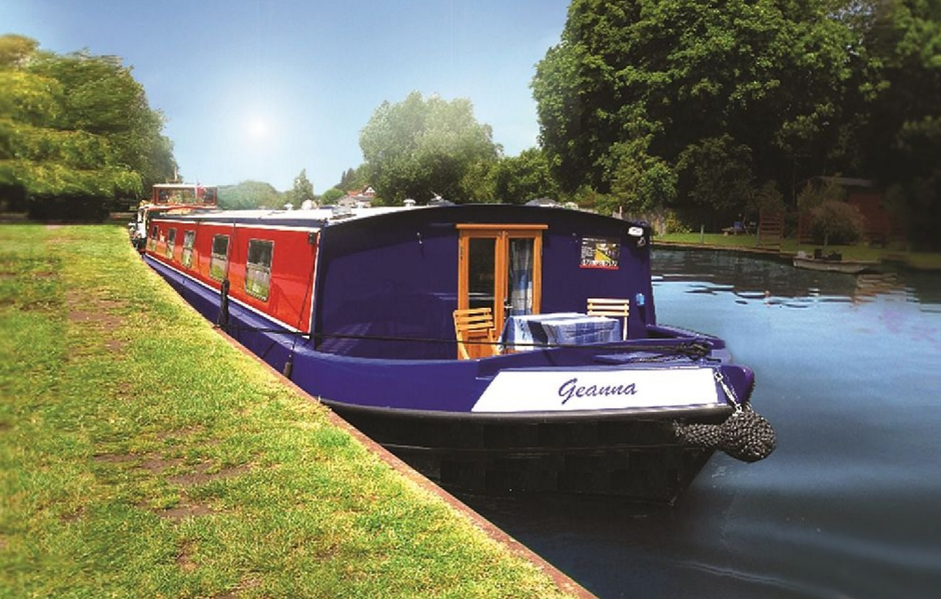 Stay on a boat in Henley